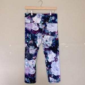 ❤️Old Navy Active Floral Cropped Leggings!